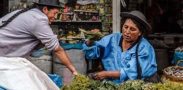 Vendors at a vegetable stall in Peru. Photo by Carloman Macidiano Céspedes Riojas, CGAP Photo Contest