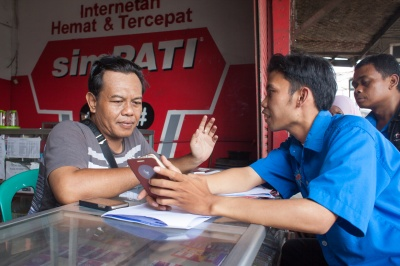 BTPN Wow agent delivers a positive customer experience to a low-income customer looking for financial services that add value compared to the competition, Indonesia